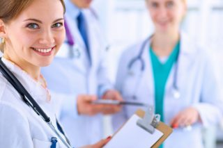 https://clinicayecla.es/wp-content/uploads/2015/11/clinica_yecla_team-320x213.jpg